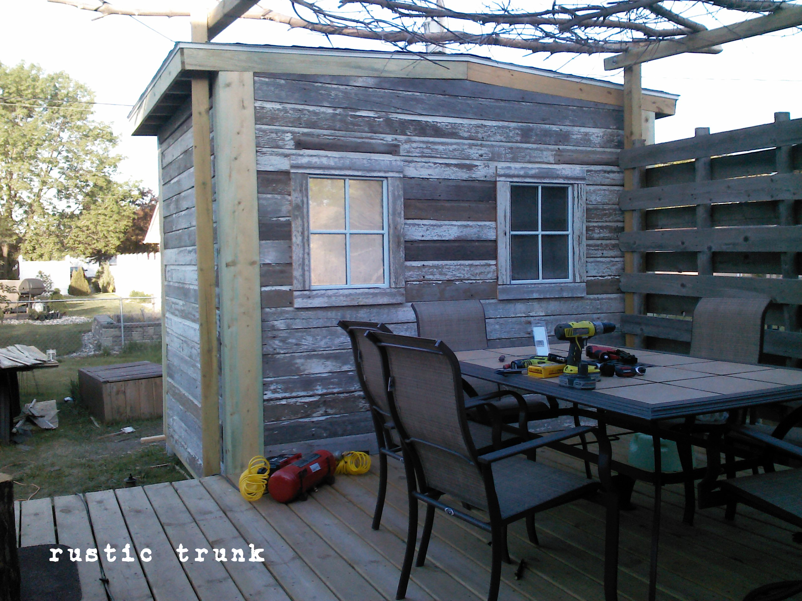 E084957b81f270b8 moreover Reclaimed Barn Wood Adds Rustic Charm Homes moreover ment Vivre Legalement Sur Un Terrain Agricole likewise Barn Sheds To Live In also Woot Look At The Size Of That Summerhouseshedcabinwhatever The Heck It Is. on barn turned into home